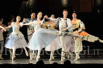 STAY HOME WITH RUSSIAN SEASONS: ONLINE BALLETTI E OPERE DELLE COMPAGNIE RUSSE